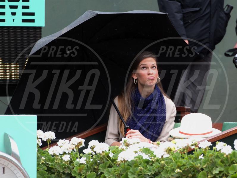 Hilary Swank - Parigi - 10-06-2012 - La primavera non arriva. E tu, di che ombrello sei?