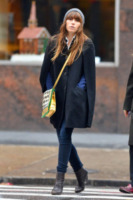 Jessica Biel - New York - 11-12-2012 - La mantella, intramontabile classico senza tempo