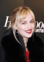 Dakota Johnson - New York - 11-12-2012 - La figlia di Melanie Griffith in 50 sfumature con Charlie Hunnam