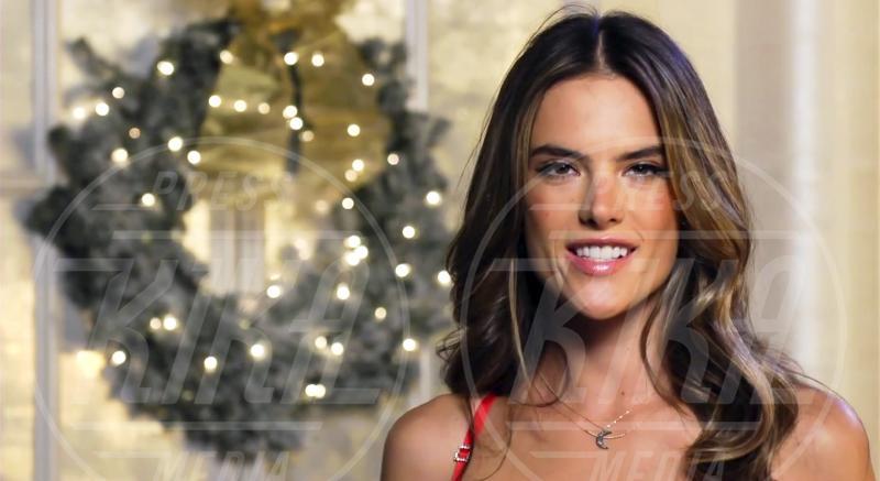 Alessandra Ambrosio - New York - 12-12-2012 - Un Natale che più bello non si può