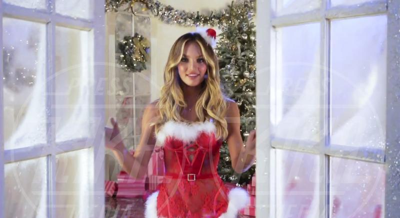 Candice Swanepoel - New York - 12-12-2012 - Un Natale che più bello non si può