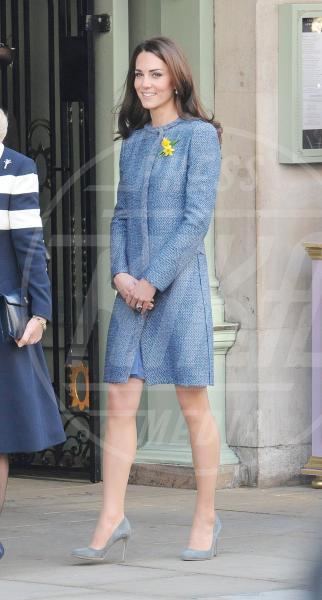 Kate Middleton - 01-03-2012 - Corto e colorato: ecco il cappotto di primavera