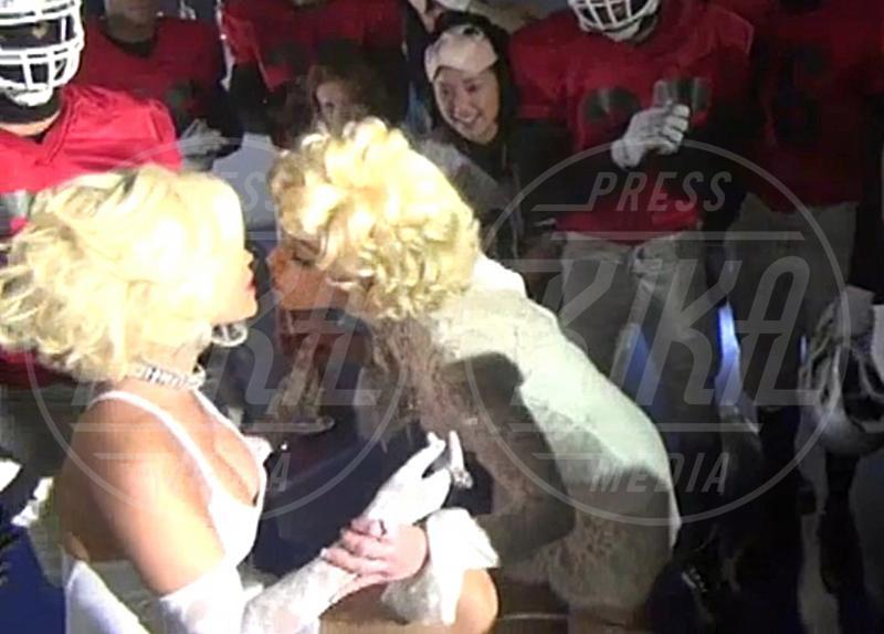 Nicki Minaj, Madonna - Londra - 27-03-2012 - Baci lesbo sul set: quello tra Keira e Chloe sarà il più hot?