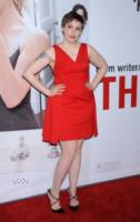 Lena Dunham - Hollywood - 12-12-2012 - Lena Dunham, un passo avanti e uno indietro sul red carpet