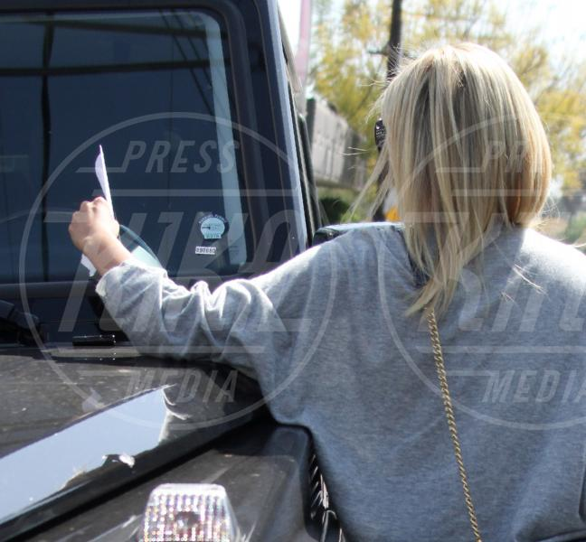 Ashley Tisdale - Los Angeles - 18-03-2010 - Divieto di sosta: tutte le star in contravvenzione