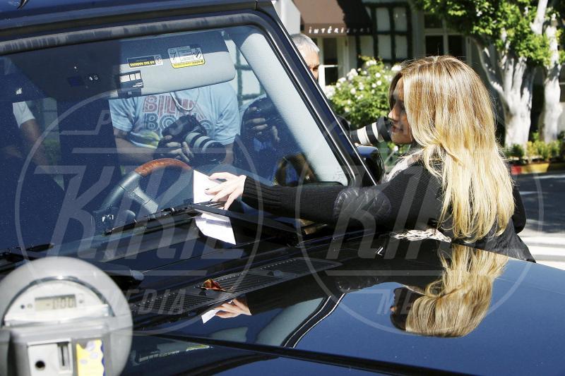 Hilary Duff - Beverly Hills - 22-10-2009 - Divieto di sosta: tutte le star in contravvenzione