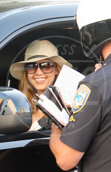 Jessica Alba - Santa Monica - 24-04-2009 - Divieto di sosta: tutte le star in contravvenzione