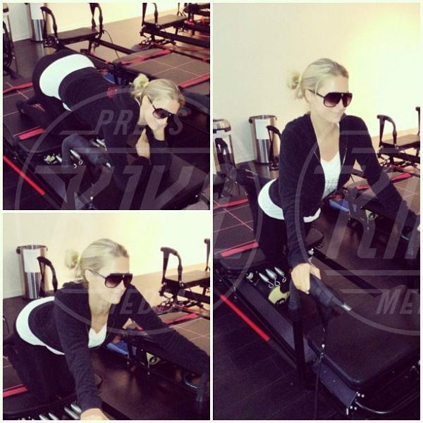 Paris Hilton - 13-12-2012 - Le star usano Twitter per stare vicine ai loro fan