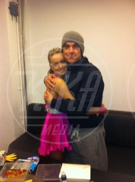 Robbie Williams - 13-12-2012 - Le star usano Twitter per stare vicine ai loro fan
