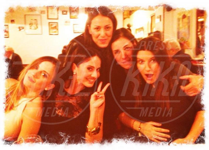 Chiara Iezzi, Paola Iezzi, Syria, Laura Pausini - Milano - 17-12-2012 - Rivali sul set? No, amiche per la pelle!