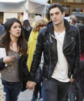 Josh Beech, Shenae Grimes - West Hollywood - 19-12-2012 - Star come noi: non c'è trucco e non c'è inganno