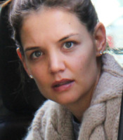 Katie Holmes - Vancouver - 07-02-2011 - Star come noi: non c'è trucco e non c'è inganno