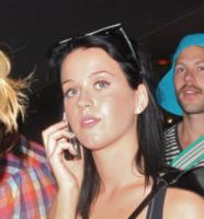 Katy Perry - 28-07-2011 - Star come noi: non c'è trucco e non c'è inganno