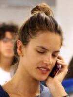 Alessandra Ambrosio - Miami - 01-06-2011 - Star come noi: non c'è trucco e non c'è inganno
