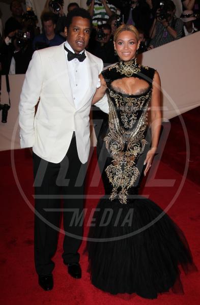 Jay Z, Beyonce Knowles - New York - 03-05-2011 - Kim Kardashian riceve congratulazioni e critiche dopo la nascita