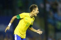 Neymar - Buenos Aires - 21-11-2012 - Neymar conquista una bomba sexy. Rifatevi gli occhi