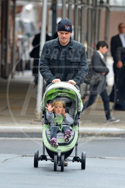 Stella Damon, Matt Damon - New York - 09-10-2012 - A tre ruote, colorato o tutto blu: a ognuno il suo passeggino