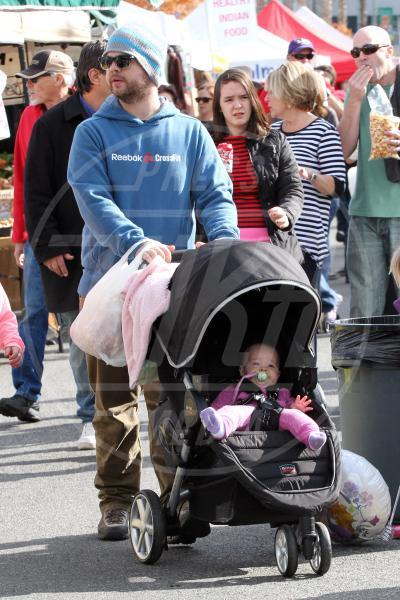 Pearl Osbourne, Jack Osbourne - Los Angeles - 23-12-2012 - A tre ruote, colorato o tutto blu: a ognuno il suo passeggino