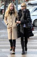"""Dakota Johnson, Melanie Griffith - Aspen - 23-12-2012 - Charlie Hunnam, """"forte alchimia"""" con Dakota Johnson"""