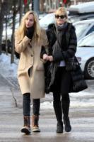 Dakota Johnson, Melanie Griffith - Aspen - 23-12-2012 - La figlia di Melanie Griffith in 50 sfumature con Charlie Hunnam