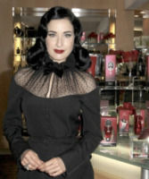 Dita Von Teese - Los Angeles - 27-12-2012 - Golden Vintage, il trucco di Dita Von Teese