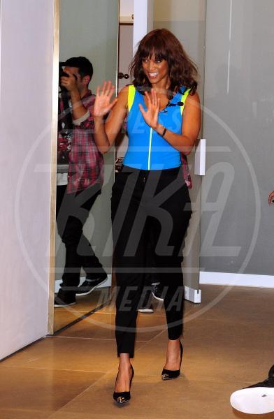 Tyra Banks - Miami - 19-09-2011 - In punta di piedi… e di metallo!