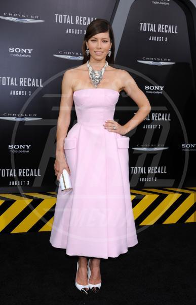 Jessica Biel - Hollywood - 31-07-2012 - In punta di piedi… e di metallo!