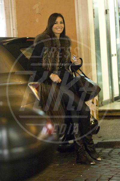 Elisabetta Gregoraci - Roma - 20-12-2012 - In punta di piedi… e di metallo!
