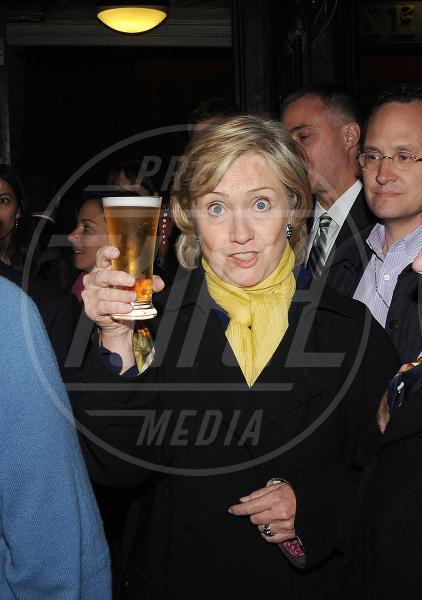 Hillary Clinton - Los Angeles - 22-02-2011 - Camilla di Cornovaglia, in vino veritas?