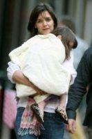 Kathleen Stothers, Suri Cruise, Katie Holmes - Boston - 07-10-2009 - Star come noi: neo mamme un po'...sciatte? Evviva la normalità!