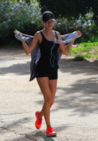 Elisabetta Canalis - Hollywood - 04-01-2013 - Tieniti  in  forma   con   l'hiking!