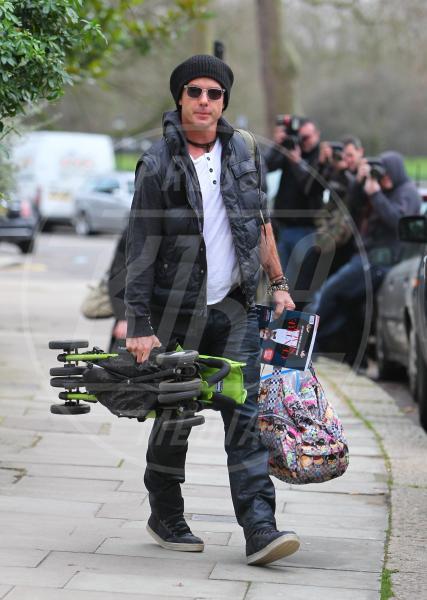 Zuma Rossdale, Kingston Rossdale, Gavin Rossdale, Gwen Stefani - Londra - 04-01-2013 - A tre ruote, colorato o tutto blu: a ognuno il suo passeggino
