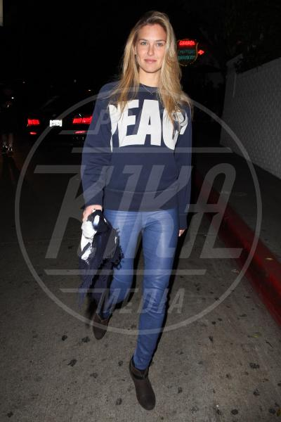 Bar Refaeli - Los Angeles - 04-01-2013 - Dillo con una t-shirt: Taylor Swift vuole una vita bohémienne