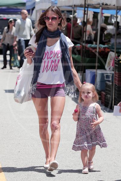 Alessandra Ambrosio - Santa Monica - 25-05-2011 - Dillo con una t-shirt: Taylor Swift vuole una vita bohémienne