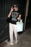 Paris Hilton - Beverly Hills - 24-03-2009 - Dillo con una t-shirt: Kate Mara difende gli scimpanzè