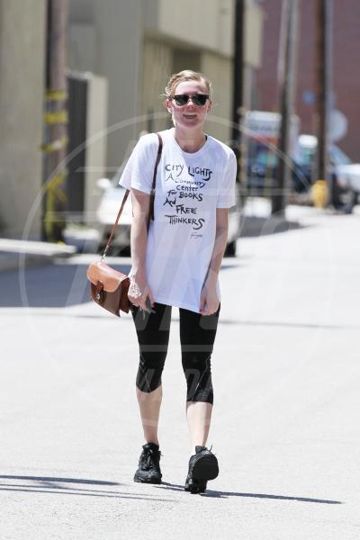Kirsten Dunst - Los Angeles - 25-04-2011 - Dillo con una t-shirt: Taylor Swift vuole una vita bohémienne