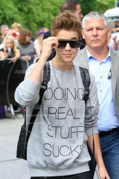 Justin Bieber - Berlino - 08-06-2012 - Dillo con una t-shirt: Taylor Swift vuole una vita bohémienne