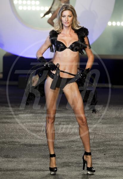 Gisele Bundchen - San Paolo - 13-05-2011 - Forbes: cade l'impero di Gisele, la modella più pagata è lei!
