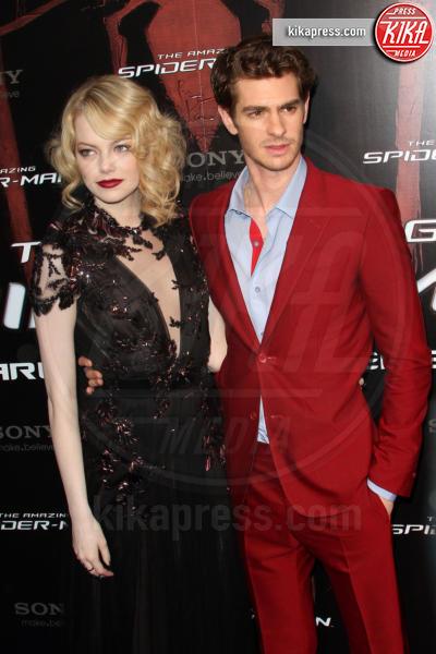 Emma Stone, Andrew Garfield - Parigi - 19-06-2012 - Andrew Garfield ha grandi doti... nel costume di Spider-Man!