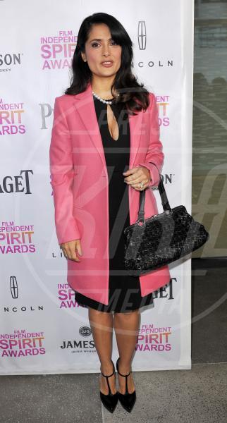 Salma Hayek - Los Angeles - 12-01-2013 - Corto e colorato: ecco il cappotto di primavera