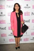 Salma Hayek - West Hollywood - 12-01-2013 - L'inverno è più romantico con il cappotto rosa!