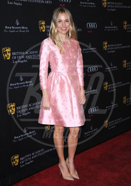 Sienna Miller - Beverly Hills - 12-01-2013 - Je vois la vie en rose… anche sul red carpet!