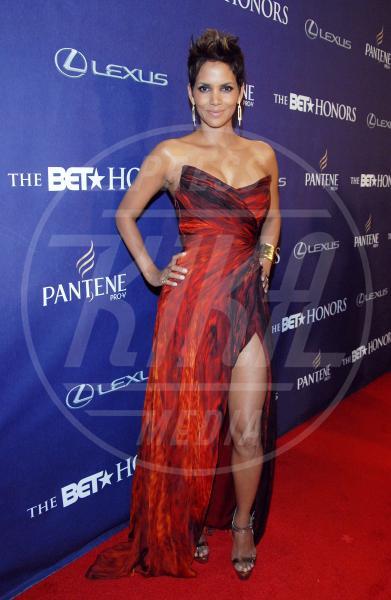 """Halle Berry - Washington - 13-01-2013 - """"A 40 anni non sei più sexy!"""" Sicura, Miley Cyrus?"""