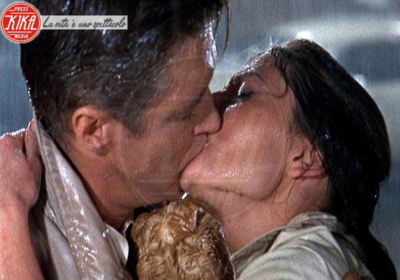 colazione da tiffany - Los Angeles - 14-02-2013 - San Valentino: i baci più belli del cinema