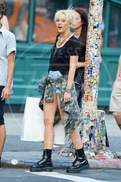 Miley Cyrus - New York - 23-08-2012 - Le star che si mimetizzano nella giungla metropolitana