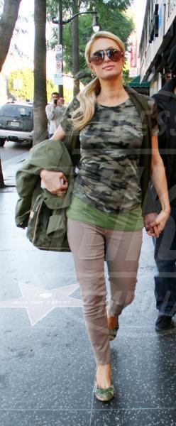 Paris Hilton - Los Angeles - 27-11-2010 - Le star che si mimetizzano nella giungla metropolitana