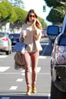 Alessandra Ambrosio - Los Angeles - 18-01-2013 - La mantella, intramontabile classico senza tempo