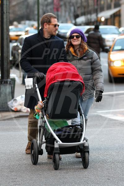 Olive Barrymore Kopelman, Will Kopelman, Drew Barrymore - New York - 18-01-2013 - A tre ruote, colorato o tutto blu: a ognuno il suo passeggino