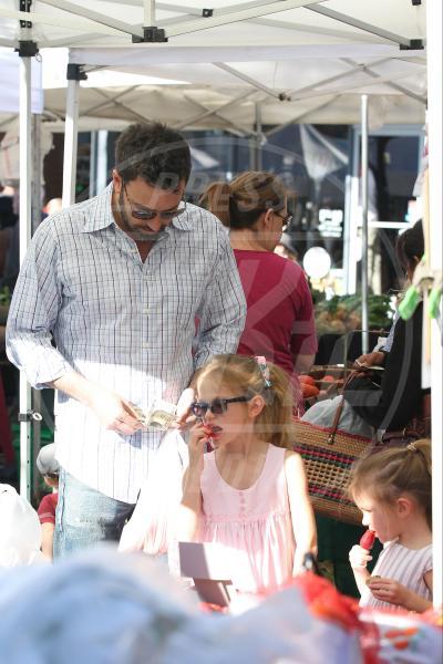 Seraphina Rose Elizabeth Affleck, Violet Anne Affleck, Ben Affleck - Los Angeles - 20-01-2013 - Locale e di stagione: la frutta e la verdura preferita dai VIP!
