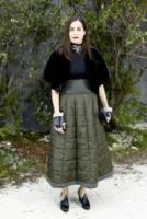 Amira Casar - Parigi - 22-01-2013 - Vita stretta e gonna ampia: bentornati anni '50!